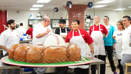 Cake Boss - Best Buds and Baseball Gloves