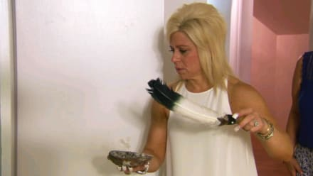 Long Island Medium - Haunted Houses
