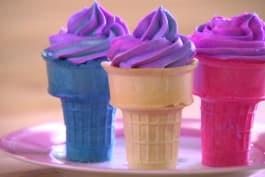 Cake Boss - Sofia Makes Ice Cream Cone Cupcakes