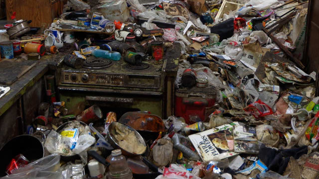 Hoarding: Buried Alive on FREECABLE TV