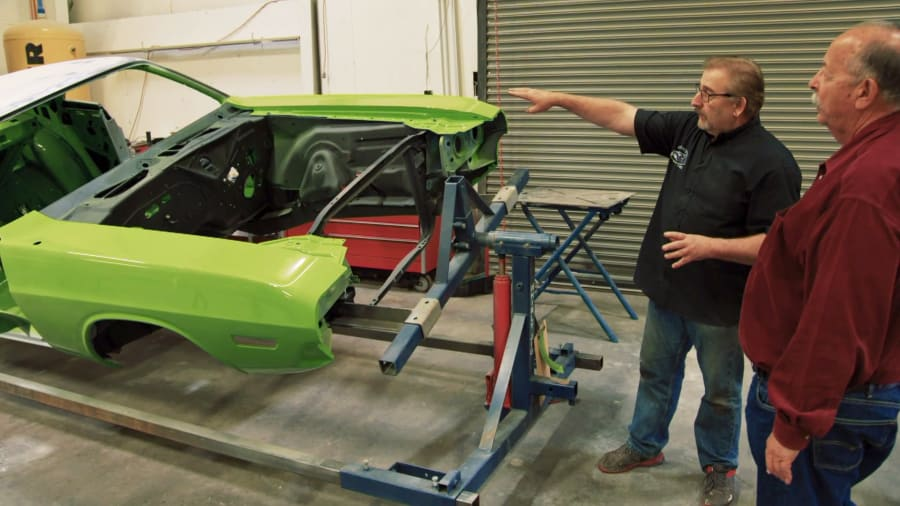 Graveyard Carz - Taming a 1971 Challenger R/T