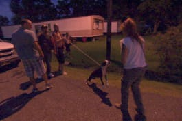 Pit Bulls & Parolees - Tia Deals with Aggressive Dog, Riled Up Crowd in This Rescue