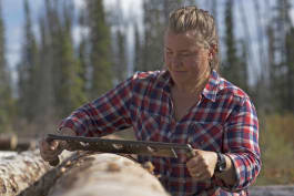 The Last Alaskans - Bear Intruder