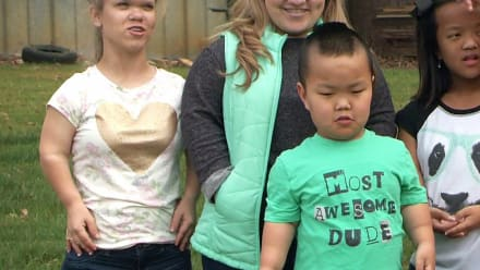 7 Little Johnstons - Loose Lips Sink Surprises