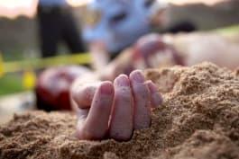 Dark Minds - Death on a Beach