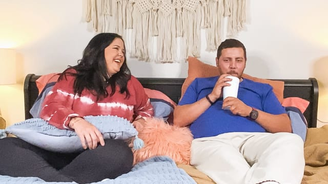 The Family Chantel: Pillow Talk on FREECABLE TV